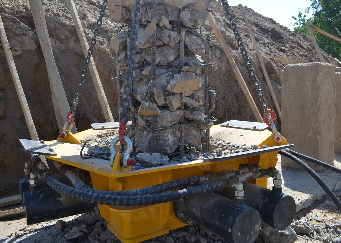SPF 4 Square Concrete Pile Breaker Hydraulic With Five Patented Technologies